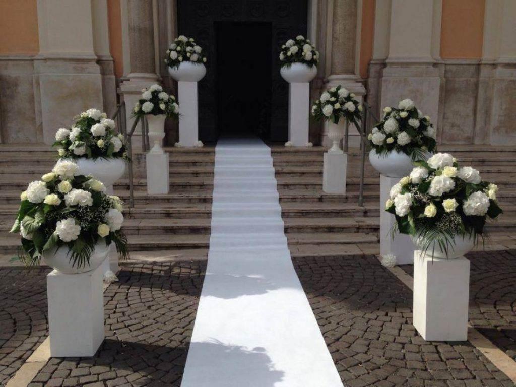 Matrimonio religioso come decorare l esterno della chiesa for Fiori per esterno